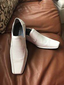 Men's white shoes size 10 new