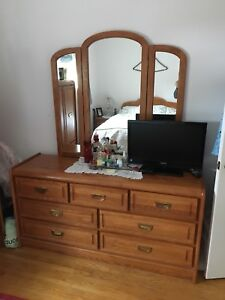 SERMAG  7 Piece Queen Size Solid Oak Bedroom Set