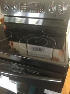 Brand new samsung range (stove/oven) with steam clean