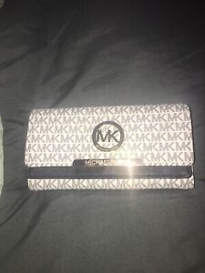 MK Wallet (not Authentic) never used $20