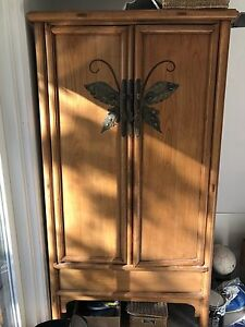 Antique Hutch / Armoire/ Pantry / Wardrobe?  I dunno. It's old.