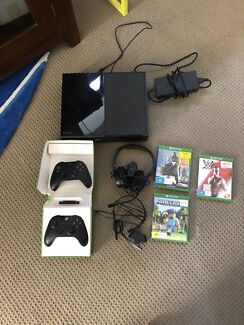 Xbox one 500gb excellent condition Ashmore Gold Coast City Preview
