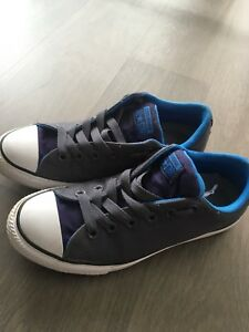 Like new converse shoes youth size 5 women 7