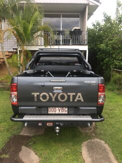 Toyota Hilux Bucket Tray in great condition