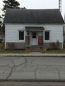 Petite maison à louer.    750$/mois
