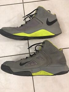 Men's sz 12 Nike Basketball Shoes