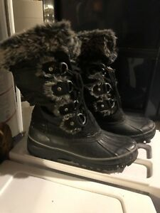 LADIES BOOTS SIZE 8 AND 10