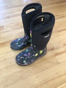 SOLD Girls Bogs size 3