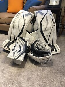 Goalie pads blocker and trapper