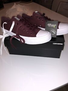 Converse taille 8.5 BRAN NEW