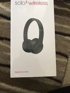 New beats solo3 in box