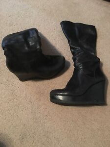 Woman's size 7 boot lined