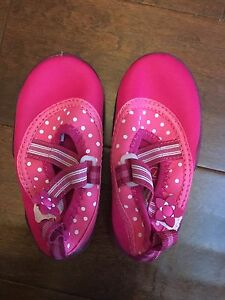 Girls Size 7 water shoes
