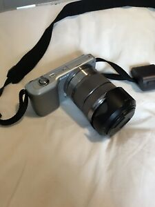 Sony Alpha NEX-3 / 14.2 MP Digital Camera - Silver