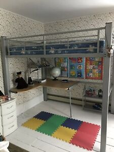 Loft bunk bed - great condition!