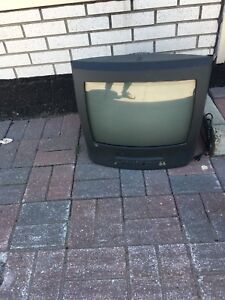 Tv with integrated vhs