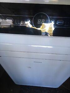 Insignia 10000 btu air conditioner, great shape