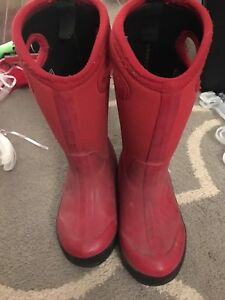 Red bogs size 10