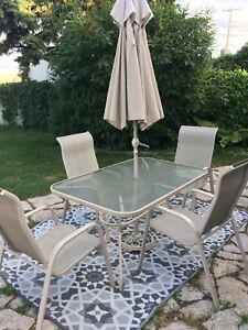 Patio Set w/4 chairs