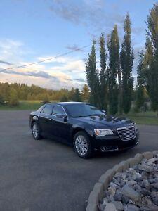 2011 Chrysler 300C AWD 5.7L Hemi V8 fully loaded