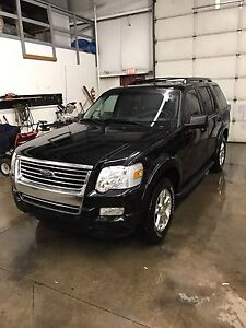 2009 Ford Explorer leather, sunroof, 7 seater