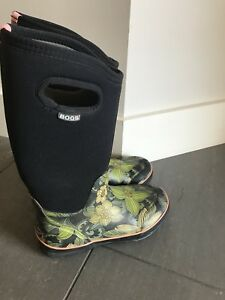 Bogs - kids size 5.5 or women's 7