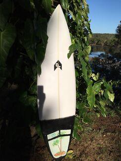Perko shapes Surfboard