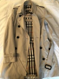 Women's Burberry Kensington Trench Coat Size 2