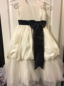 Flower girl or special occasion dress - Sz 6