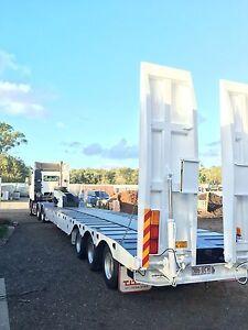 Tri axle low loader.  Spread deck Birkdale Redland Area Preview