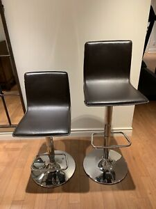 Bar Stool Bouclair 40$ for two
