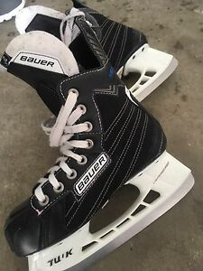 Great condition Bauer skates youth