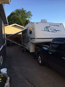 2004 Cougar 245 EFS 5th Wheel 26'