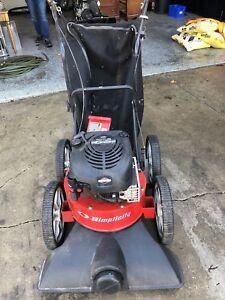 Leaf lawn vacuum