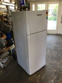 Fisher and paykel 380 L frost free fridge freezer 3 YEARS OLD!