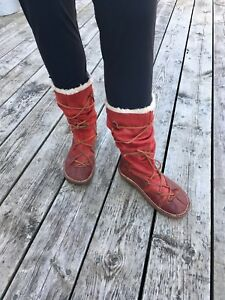 El Naturalista RED LEATHER WINTER BOOTS