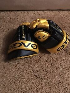 Eagle hockey gloves