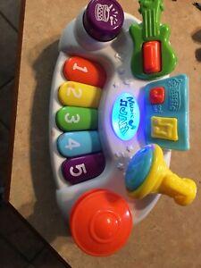Piano pour bébé, fait de la belle ziczic :)