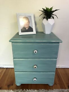 Gorgeous single bedside table