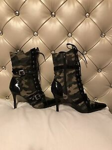 Sexy army boots !