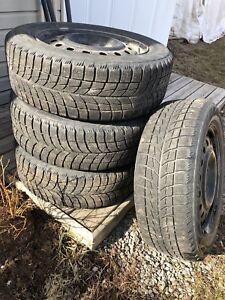 """Pneus Bridgestone Blizzak WS60 et roues d'acier 17"""""""