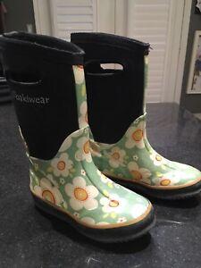 Girls size 10 Bogs ( like) Oakiware boots