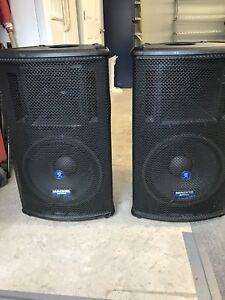 Pair Mackie SA1521 Powered Speakers