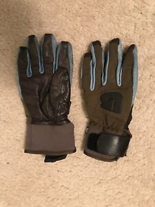 Brown leather burton pipe gloves