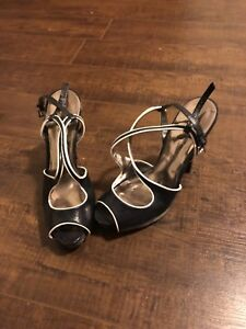 Size 6 Guess heels