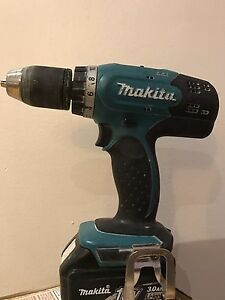 Makita drill 18v very good condition