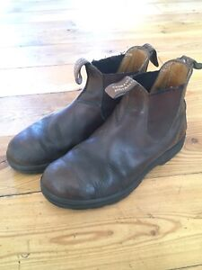 Blundstone size 5 brown