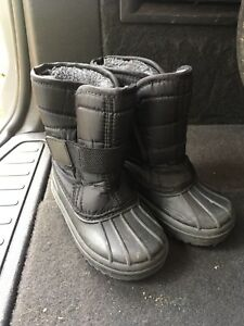 Winter boots size 7 toddler