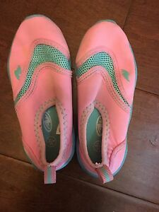 Girls Water shoes size 7 / 8