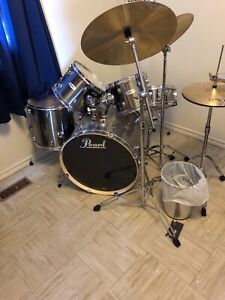 Pearl Drumset... complete set